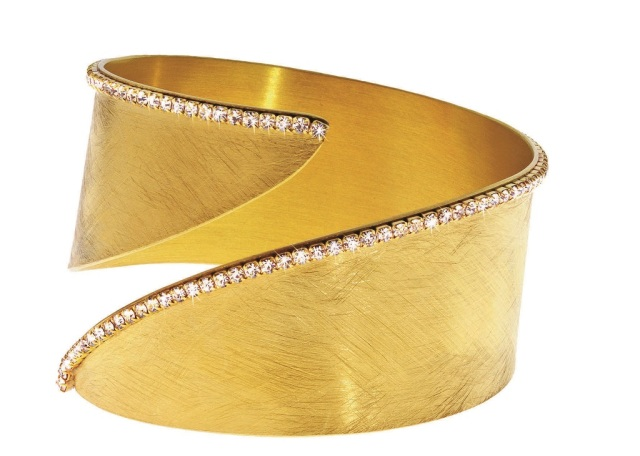 1512921_Gold-plated metal bracelet with crystals