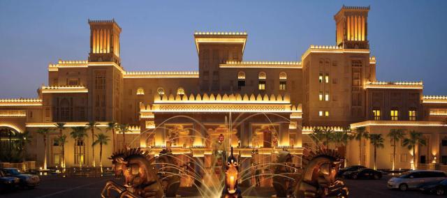 madinat-jumeirah-al-qasr-entrance-fountain-01-hero