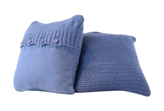 Cushions (blue) AED 730 comes with pillow and throw