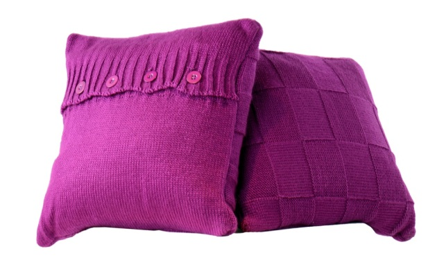 Cushions (purplel) AED 730 comes with pillow and throw