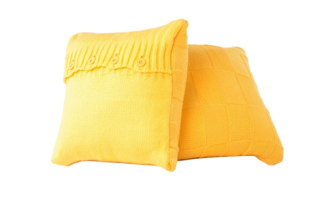 Cushions (yellow) AED 730 comes with pillow and throw