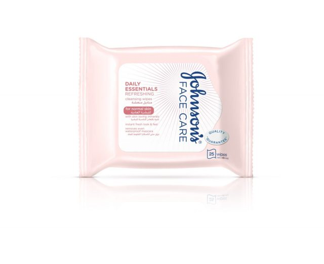 johnsons-face-care-daily-essentials-refreshing-cleansing-wipes-for-normal-skin